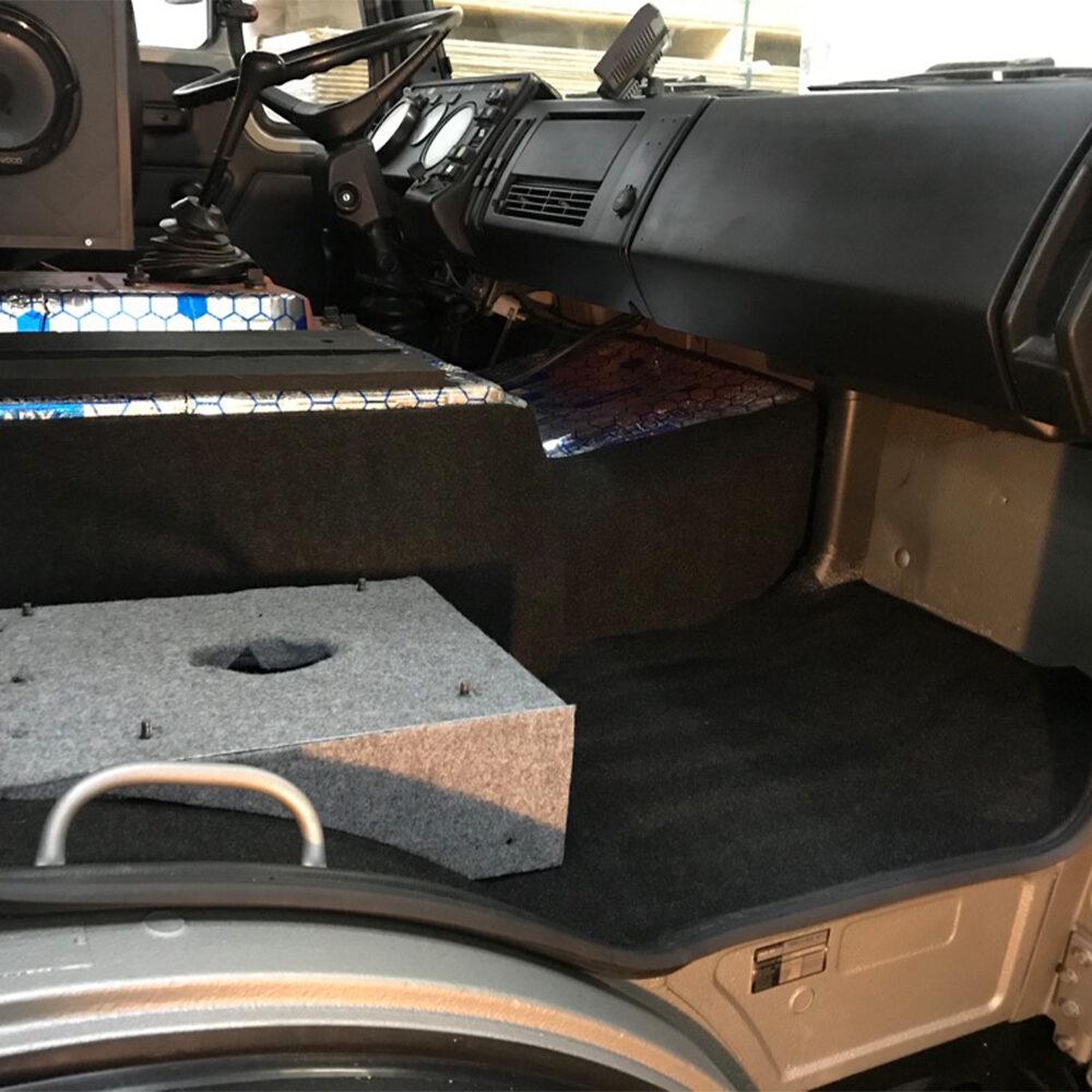 Carpet Truck FIlz im DIY Expeditionsmobil Mercedes LKW Auf Alubutyl