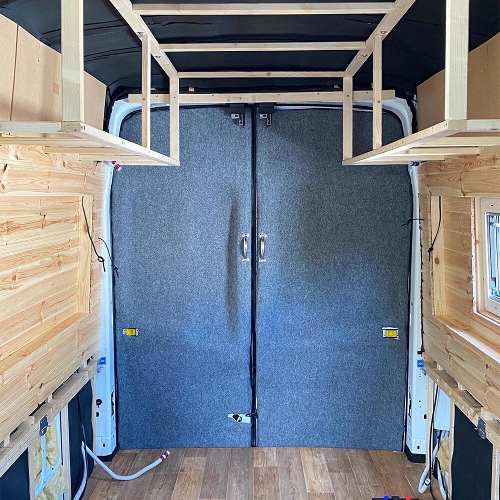 Ford Transit DIY Camper Van Ausbau Filzverkleidung Hecktüren Carpet Filz